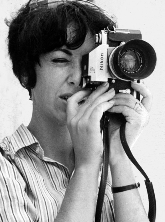 Sylvia Rafael undercover as Canadian news photographer Patricia Roxenburg. (Courtesy of Keshet Publishing Company.)